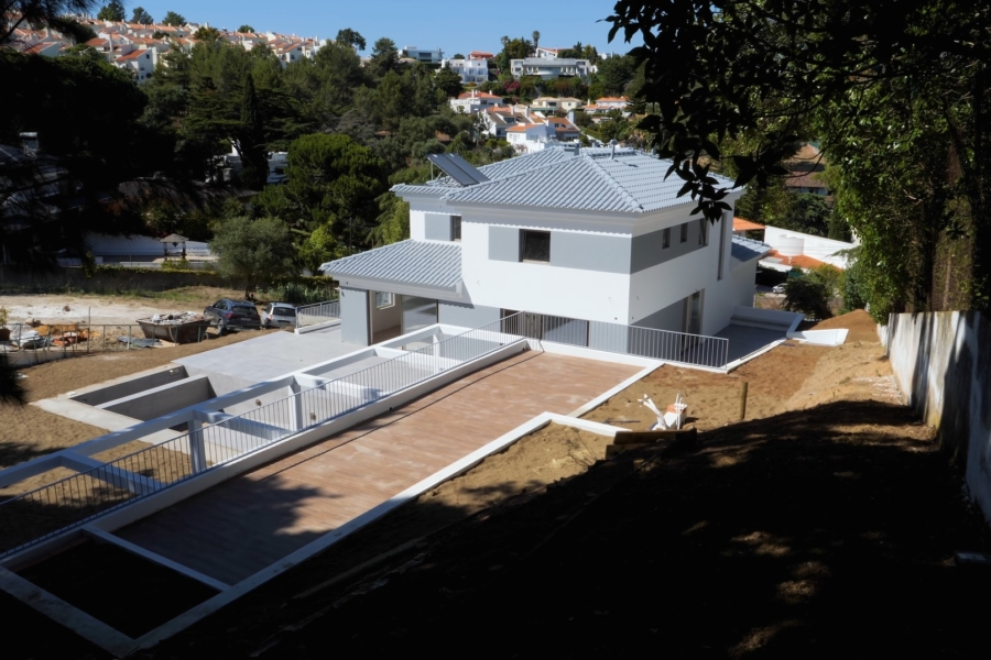 Moradia em construção no Alto do Lagoal, Caxias